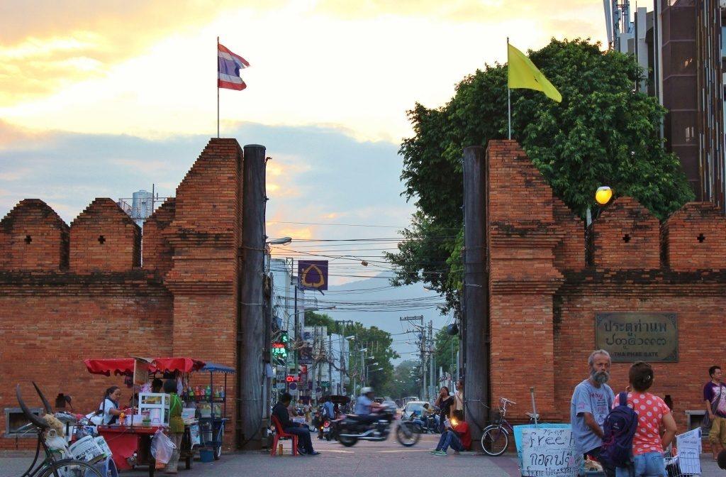 Muralla de Chiang Mai - Tha Phae Gate - Qué ver y hacer en Chiang Mai