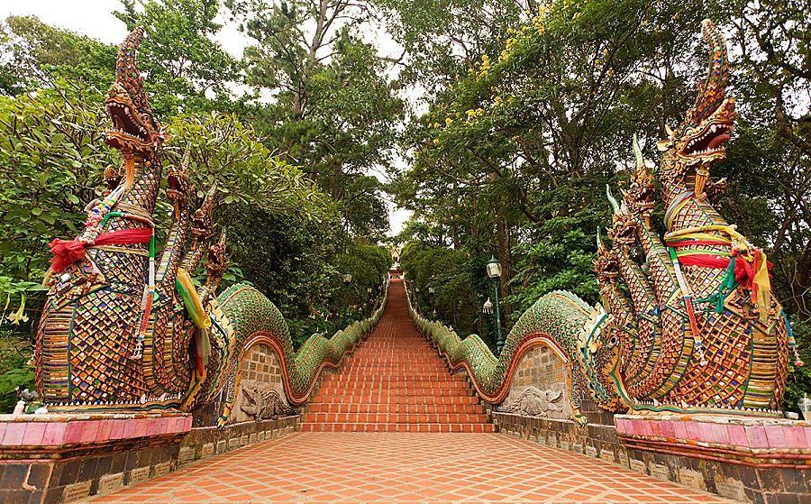 Templo Doi Suthep en Chiang Mai - Escaleras de acceso