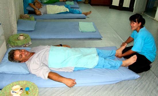 Masaje en la Prisión de Mujeres de Chiang Mai
