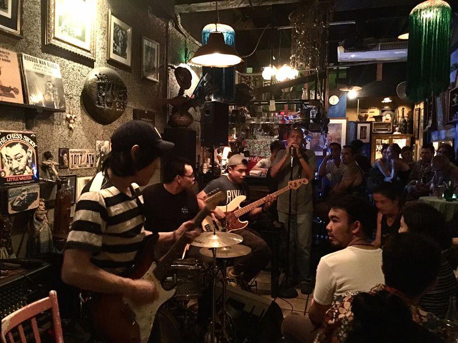 Salir de fiesta en Bangkok - Adhere The 13th Blues Bar