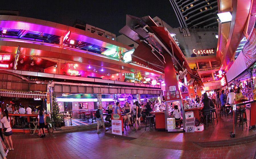 Salir de fiesta en Bangkok - Nana Plaza