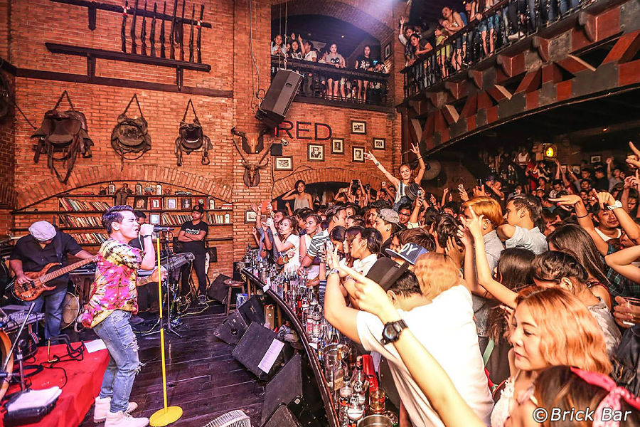 Salir de fiesta en Bangkok - The Brick Bar