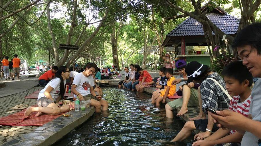 Aguas termales de Chiang Mai - Mojarse los pies