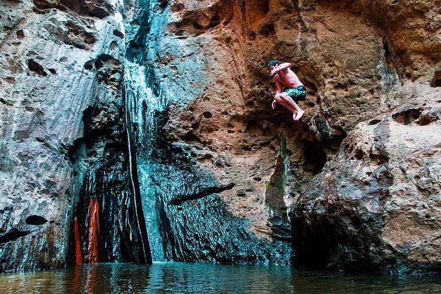 Cascadas de Pai - Saltando en Pam Bok Waterfall