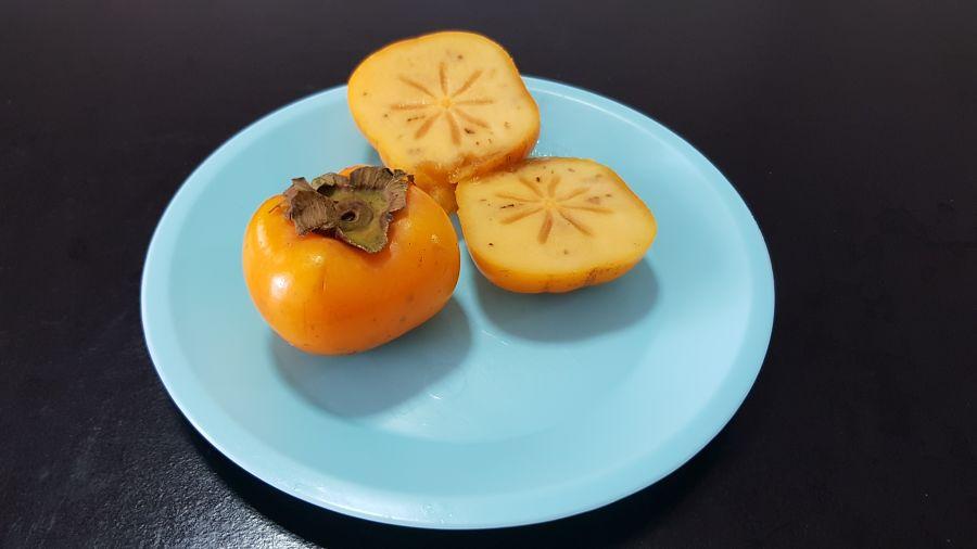 Frutas Tropicales de Tailandia - Caqui Abierto