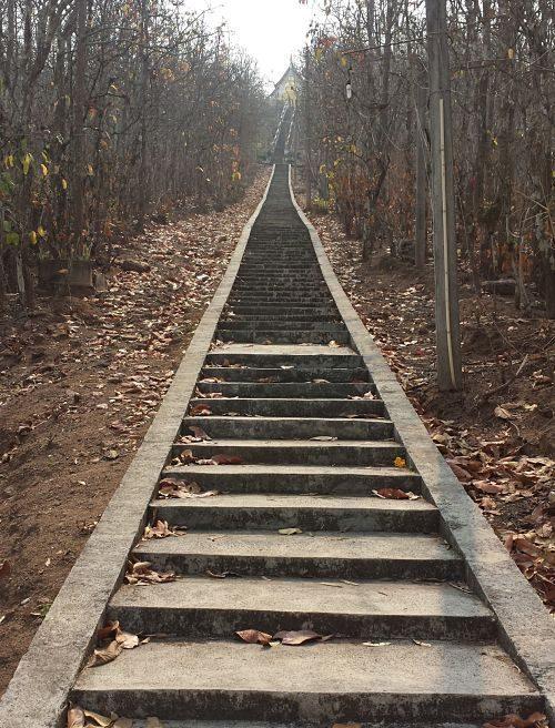 Gran Buda Blanco de Pai - Escaleras Primer Tramo