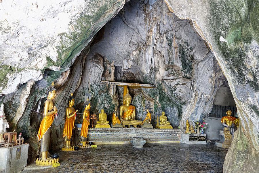 Templo en la Cueva de Chiang Rai - Interior
