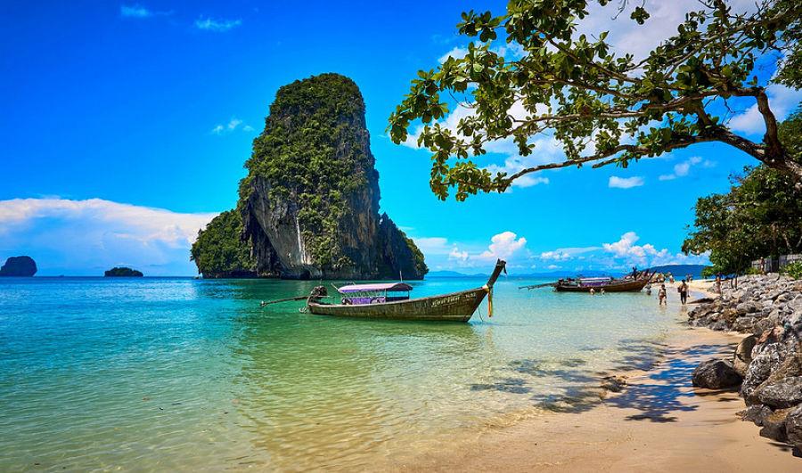 Ao Phra Nang Beach - Barca Longtail