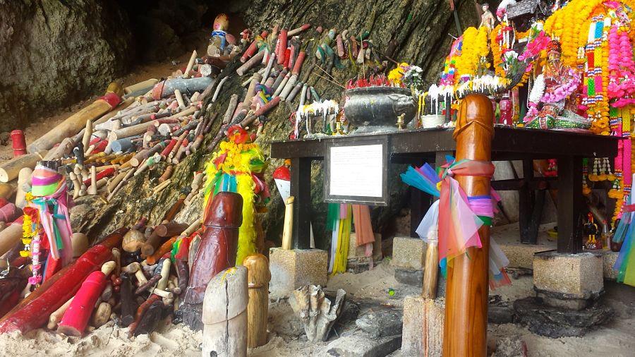 Phra Nang Cave Beach - Ofrendas Fálicas