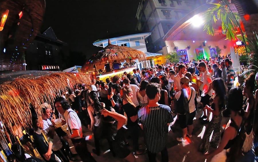 Salir de fiesta en Bangkok - Superflow Beach Club