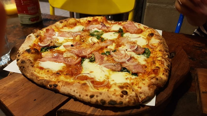 Adirak Pizza - Mejor Pizza de Chiang Mai