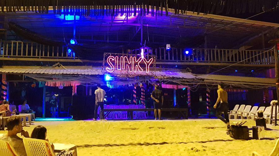 Discotecas de Koh Phi Phi - Slinky Hostel