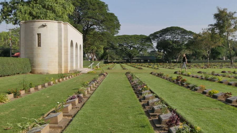Entrada del Cementerio de Guerra de Kanchanaburi