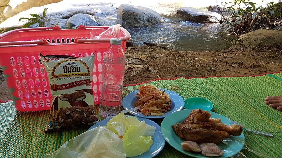 Mae Sa Waterfall - Comer de picnic