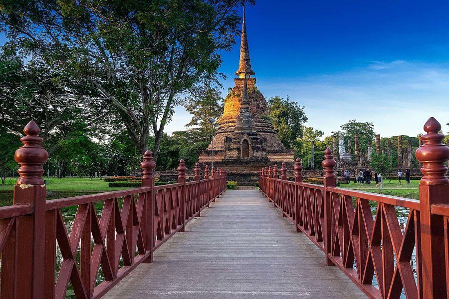 Puente en Sukhothai - Tailandia
