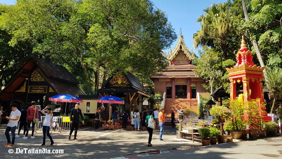 Entrada al Templo Esmeralda de Chiang Rai