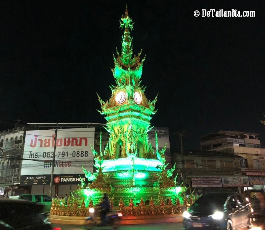 Espectáculo de la Torre del reloj de Chiang Rai