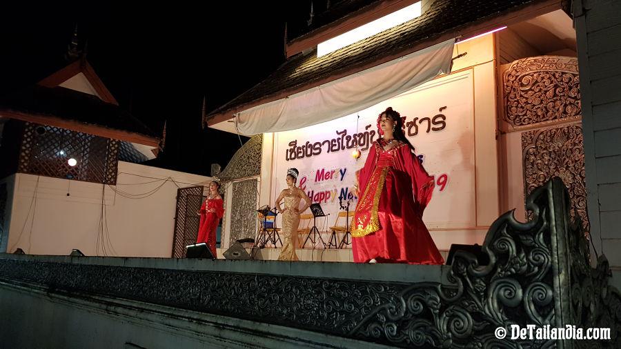 Espectáculos en el bazar nocturno de Chiang Rai
