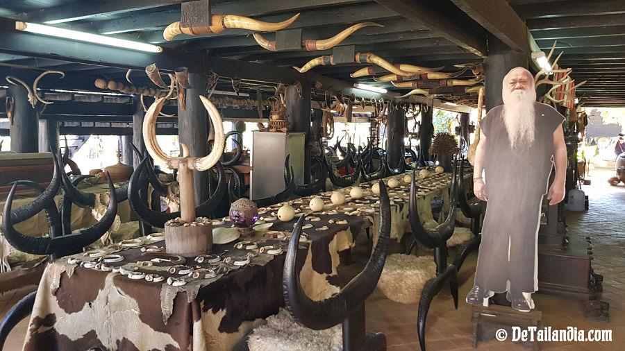 Exteriores de la Casa Negra de Chiang Rai - Museo Baandam
