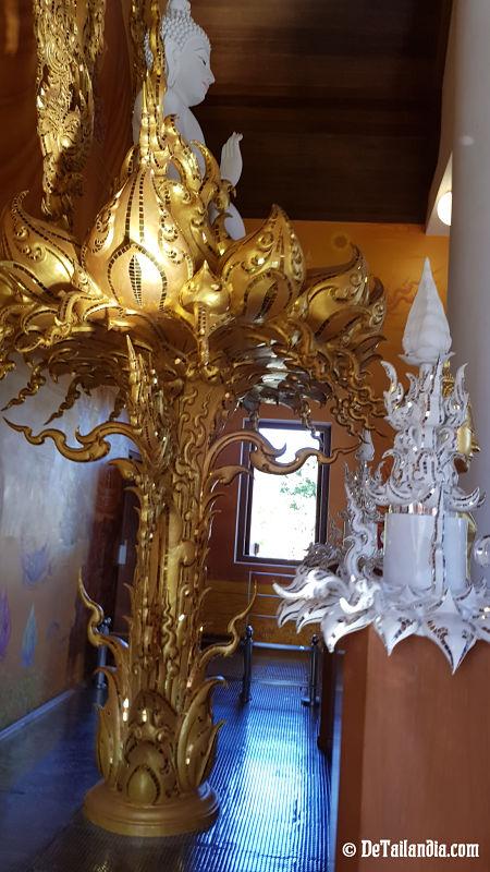 Templo blanco de Chiang Rai por dentro