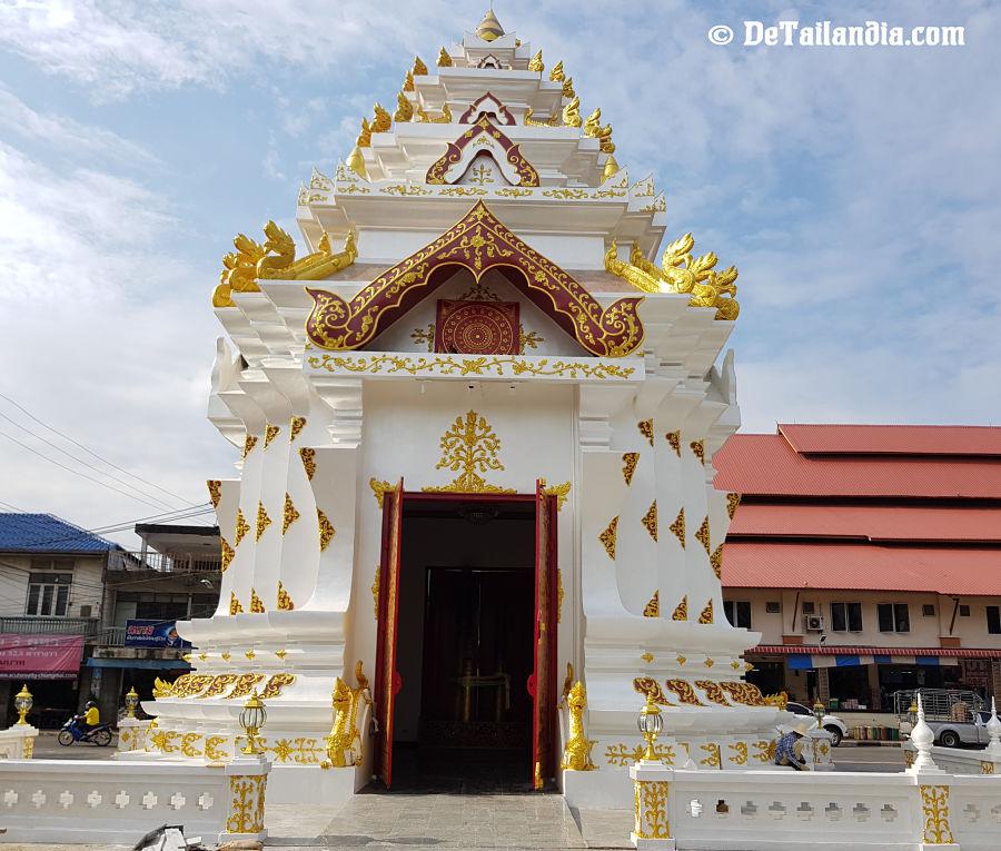 Wat Chao Por Lak Muang Shrine en Lampang